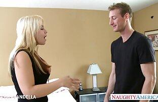 Sexy bombshell Gabriella vidios pornp tira a lingerie