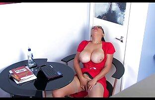 A marota fuma enquanto ela é erótica vidio pornô amador
